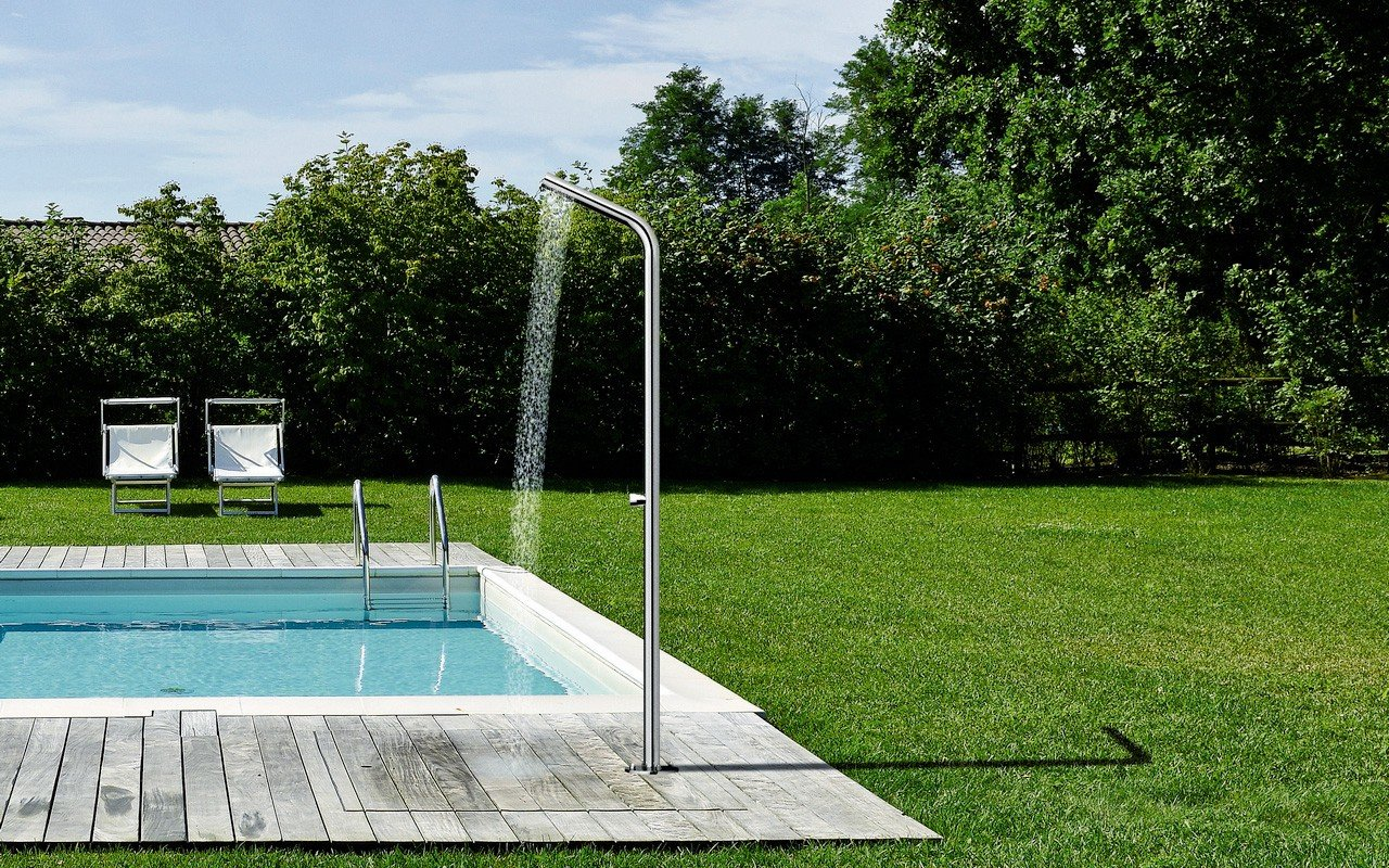 Aquatica USA Provides Outdoor Showers