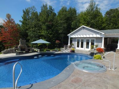 Technology has enabled vinyl-liner pools to catch up big time when it comes to the sorts of resort-style features homeowners crave.  Here, Eric Gohn explains what's happened to facilitate these key changes.  (Photo courtesy Johnson's Pools & Spas, Owego, N.Y.)