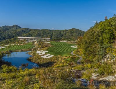 Set deep in the mountains of South Korea, this golf course is a monumental achievement in land contouring and water management.  In his concluding article about this enormous undertaking, Ken Alperstein covers what it took to go from compacted rubble to water-laced dreamscape.