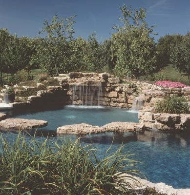 When a homeowner in suburban Chicago asked for a waterfeature and swimming pool that were aesthetically linked to one another and their surroundings, watershaper Lou Downes knew that close collaboration with the landscape architect would be crucial.  The resulting composition offers a perfect testimonial to the value of getting client, designer and contractor all squarely on the same page.